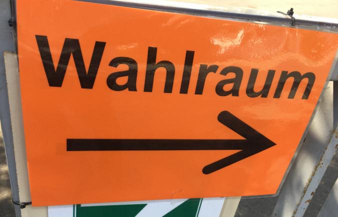 Wahlraum-Schild